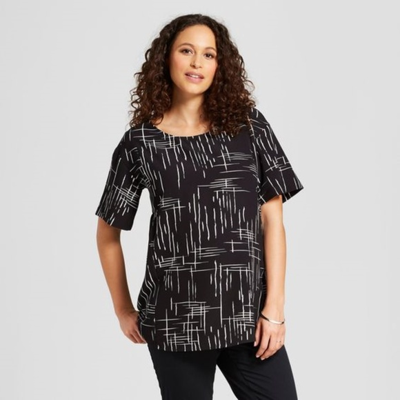 3c3ab4ba741bd Ingrid & Isabel Tops | New Maternity Short Sleeve Printed Woven Top ...